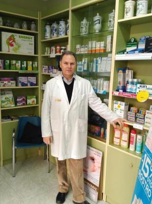 quotlas teacutecnicas de marketing y comercializacioacuten aplicadas al sector farmaceacuteutico desvirtuacutean el espiacuteritu asistencial de la farmaciaquot